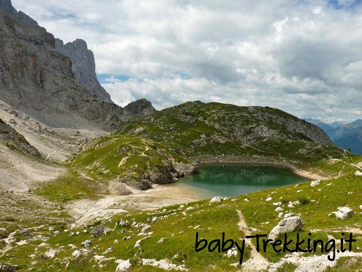 Una camminata di media difficoltà sino al Rifugio Coldai, tra le Dolomiti agordine e di Zoldo, con magnifica vista sul Civetta e sul Pelmo