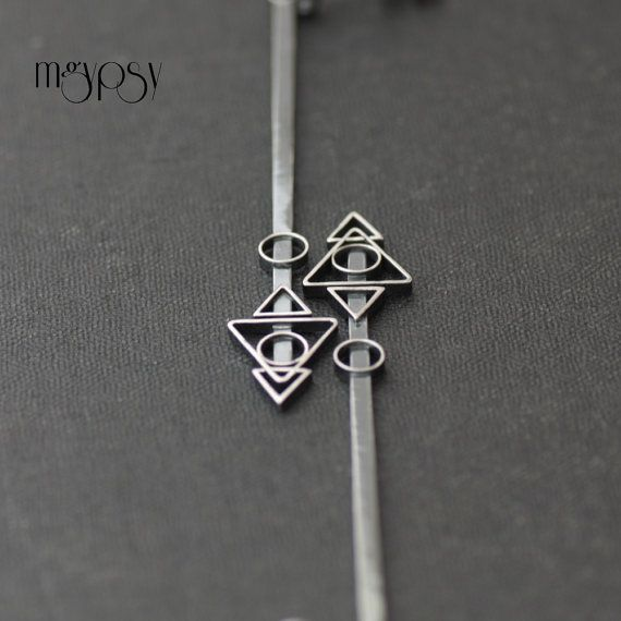 Pehán earrings have been entirely handcrafted from sterling silver using traditional techniques. Oxidised and polished to highlight the geometric pattern.