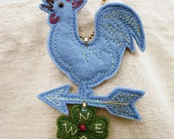 """blue weathercock and clover"" embroidered lucky charm Ⓒ HAPPa-Ya Nagako Ono  URL: http://happa-ya.net #clover #felting #weathercock #chicken #rooster #cock"
