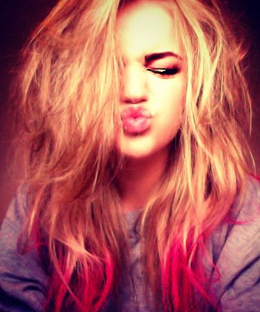 Blonde Amp Red Ombre Hair You Don T Really See Light To