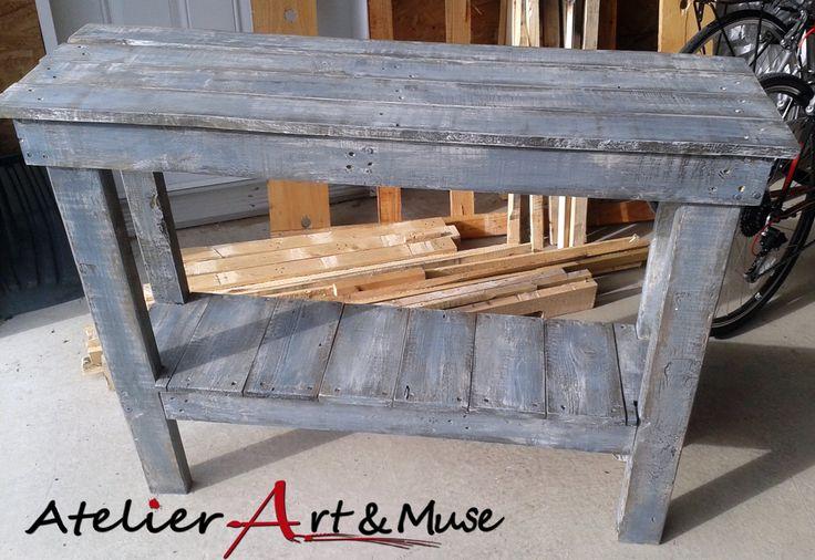 Table console en bois de palette et peinture recycl for Table exterieur etroite