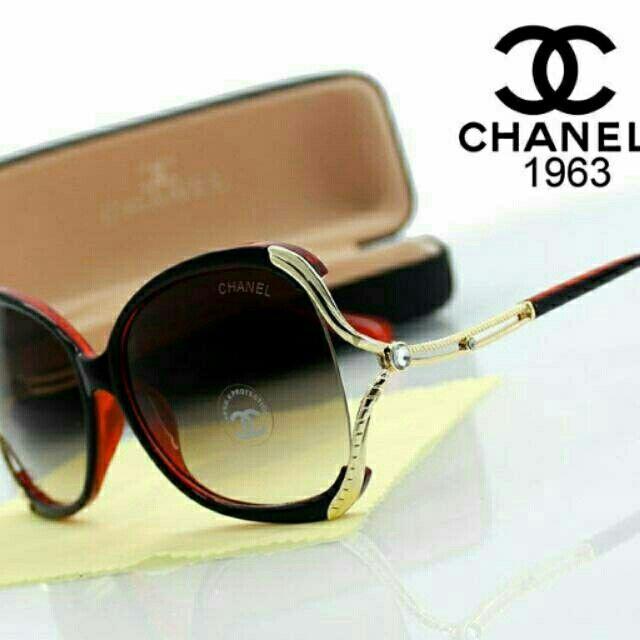 "Saya menjual Kacamata chanel super ""red"" seharga Rp175.000. Dapatkan produk ini hanya di Shopee! http://shopee.co.id/alunashop/3281445 #ShopeeID"