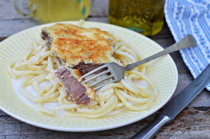 Füstölt sajt alatt sült tejfölös hús | Rupáner-konyha