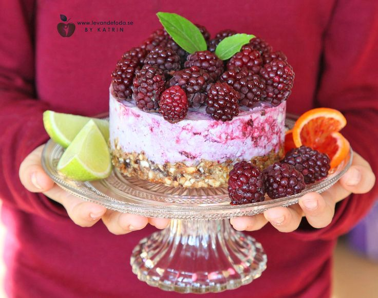 Rawfood blackberry cheesecake