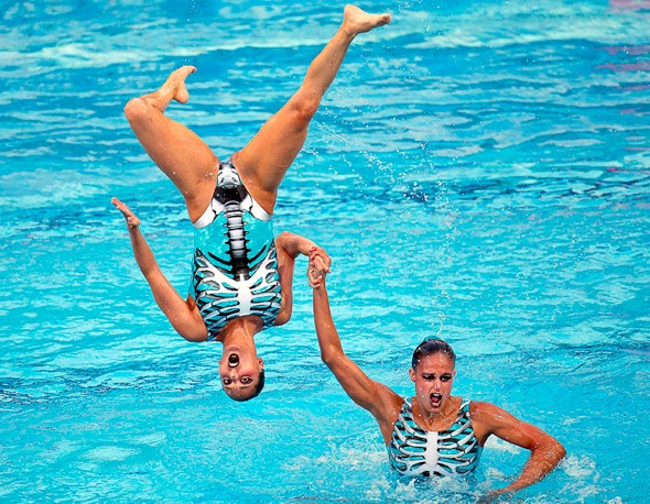 This is what @C.c. Blackshear and I look like when we swim #synchronizedswimming