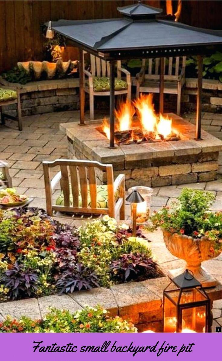 Wasserspiel Im Garten Mit Brunnen Bach Oder Wasserfall Wasserspiel Garten Outdoor Feuerstelle Feuerstelle Garten