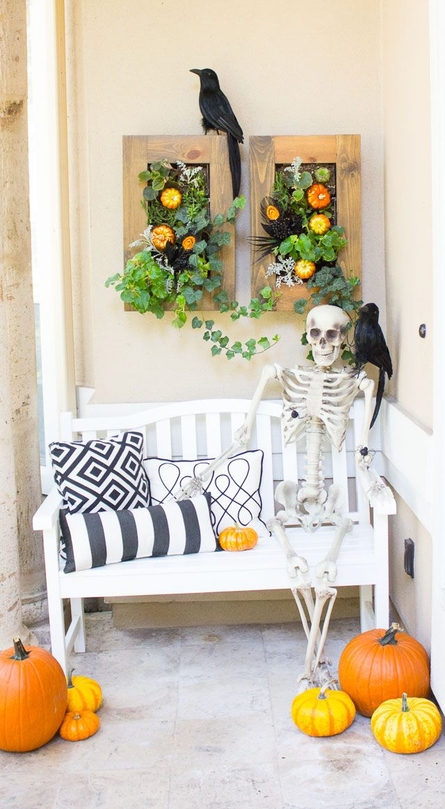 Best 25 halloween front porches ideas on pinterest for Pinterest halloween outdoor decorations