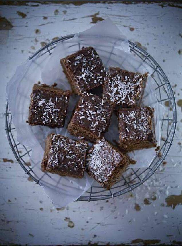Recept på supergoda glutenfria kärleksmums. Perfekt chokladkaka att baka i långpanna så den räcker till många.