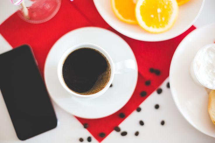 Es gibt Tage, da fällt einem die Decke auf den Kopf. Das passiert meistens ganz ohne Vorwarnung und falls es doch eine gibt, dann ist es ganz sicher der Moment am Morgen, wenn Du den Kühlschrank öffnest und bemerkst: die Milch ist alle. Kein Kaffee,...