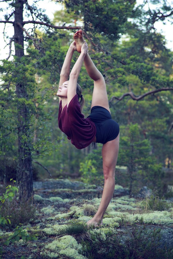 Hot Fit Babe in Crazy Yoga Pose #curves #body #outdoors #sexy #babe