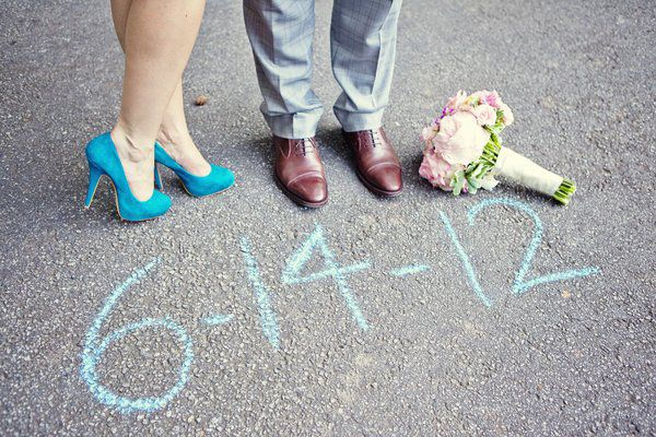 This is such a cute shot. Real Wedding: Jennifer and Andrews Courthouse Elopement