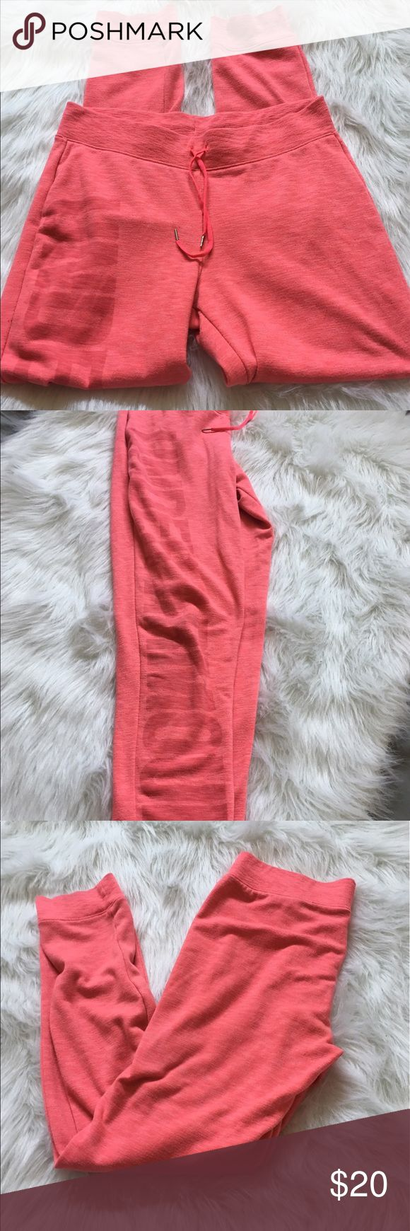 Under armor sweats! Super cute pink under armour sweats! Great used condition! There are little marks at the bottom all the way down. But hard to tell. Size S (#178) Under Armour Pants