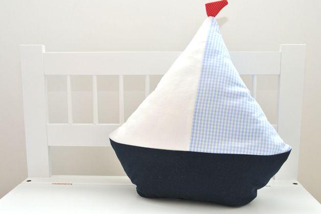 Produkttitel: Kuschelkissen 'Segelboot'  In meinem Shop sk-nordlicht biete ich in liebevoller Handarbeit gefertigte Kuschelkissen aus der Kollektion nordlicht mit Kissenfüllung an. Das Kissen...