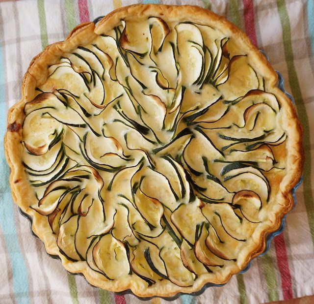 Zucchini pie  Tarta de calabacin http://lacocinadeile-nuestrasrecetas.blogspot.com.es/2016/07/tarta-de-calabacin-o-zucchini-zapallitos.html