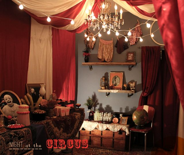 Circus Themed Living Room - I LOVE IT, minus the creepy clowns