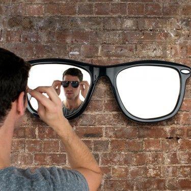 Ce miroir au style particulier apportera une touche personnelle et fashion à toute chambre d'ado super branché.