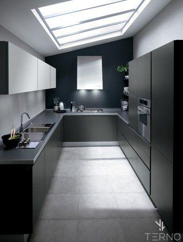 П-образная кухня с матовыми фасадами цвета Графит