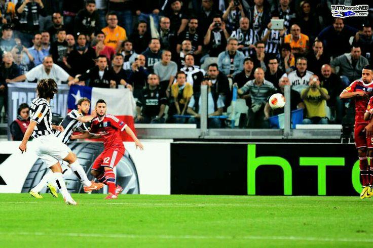 Andrea pirlo free kick Leg 2 quarter final UEL  Juventus 2-1 lyon