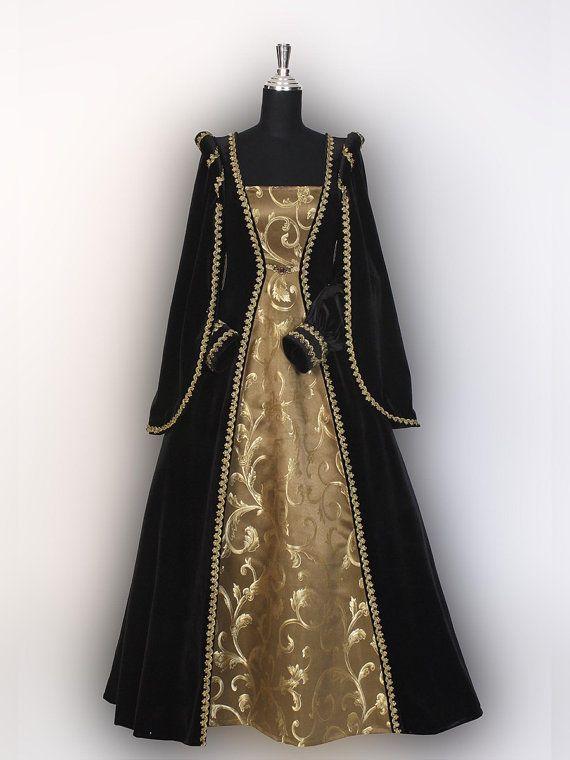 Renaissance jurk handgemaakt uit fluweel en door YourDressmaker