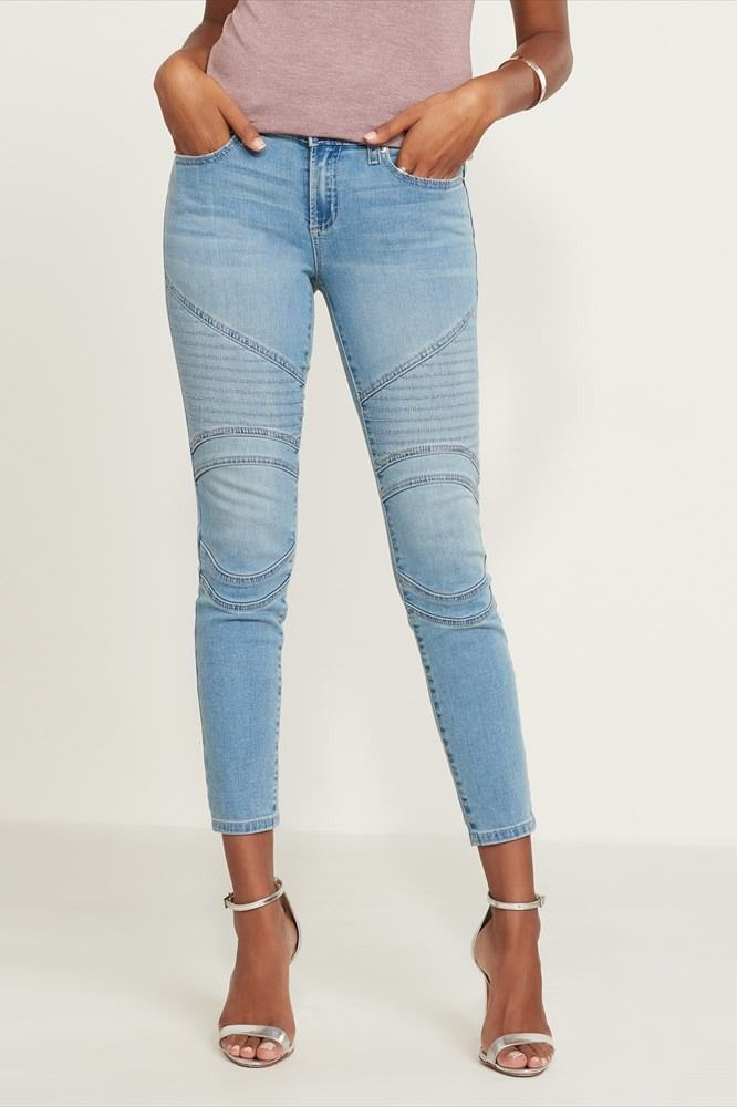 You can never have enough jeans. These high rise skinny jeans feature a light wash, cool moto detailing, and a flattering slim fit that pair up seamlessly with just about anything in your wardrobe.