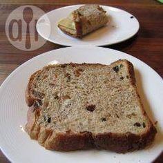 Krentenbrood uit de broodbakmachine @ https://allrecipes.nl