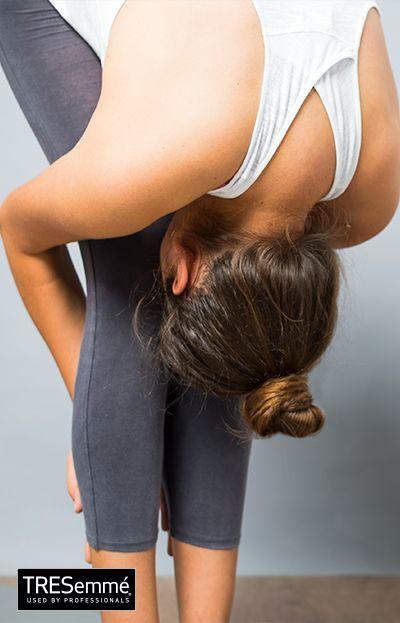 Postura Pinza de pie + Uttanasana + Asanas YogaTRESemmé