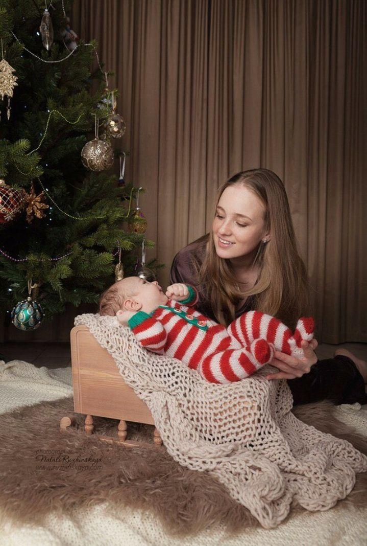 """Комплект """"Санта Клаус"""" Стоимость от 1 500 р (на новорожденного). Подробности по wats app +7926-556-26-37  За фото спасибо @ruzhinskaya_newborn  #newbornaccessories #newborn #knittingprops #photoprops #newbornphoto #props #newbornprops #best_newborn_photo #knitting #вязание #фотореквизит #аксессуарыдляноворожденных #реквизитдляфотосессии #юлинывязанки #одеждадляноворожденного #фотомалыша #фотографноворожденных #newbornphotographer #фотосессияноворожденных #julyprops #julyaccessories…"""