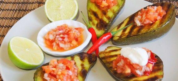 Авокадо запеченный на гриле с сальсой. | Вкусные кулинарные рецепты