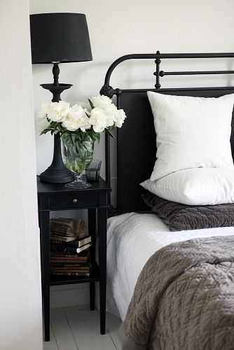 ARATORP: Finbesök. ...unusual. I really like the headboard.