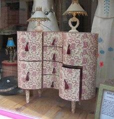 Cardboard furniture.  My favourite cartonniste, @Wendy Felts Felts Werley-Williams.catherinecarton.fr