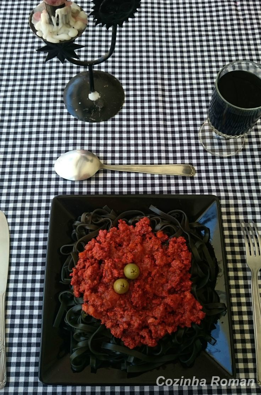 Monstro de Espaguete, ou como alimentar suas crianças no dia das bruxas