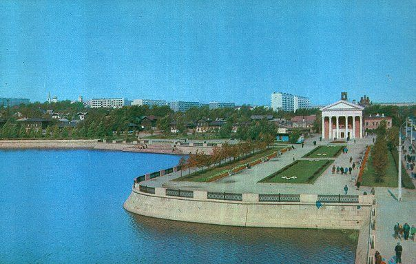 кинотеатр Родина, рядом суровый посёлок Заречье в народе и имел славу лихих мест.