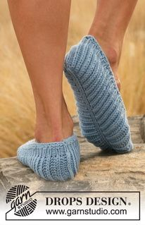 """Knitted DROPS slippers in English rib in """"Merino Extra Fine"""". ~ DROPS Design"""