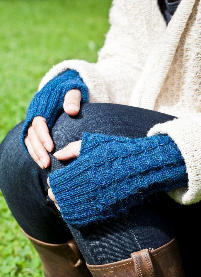 Alpaca Mittens   www.knitsandmore.com