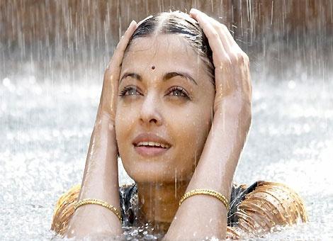 Aish in Guru - scene from one of my favorite songs Barso Re