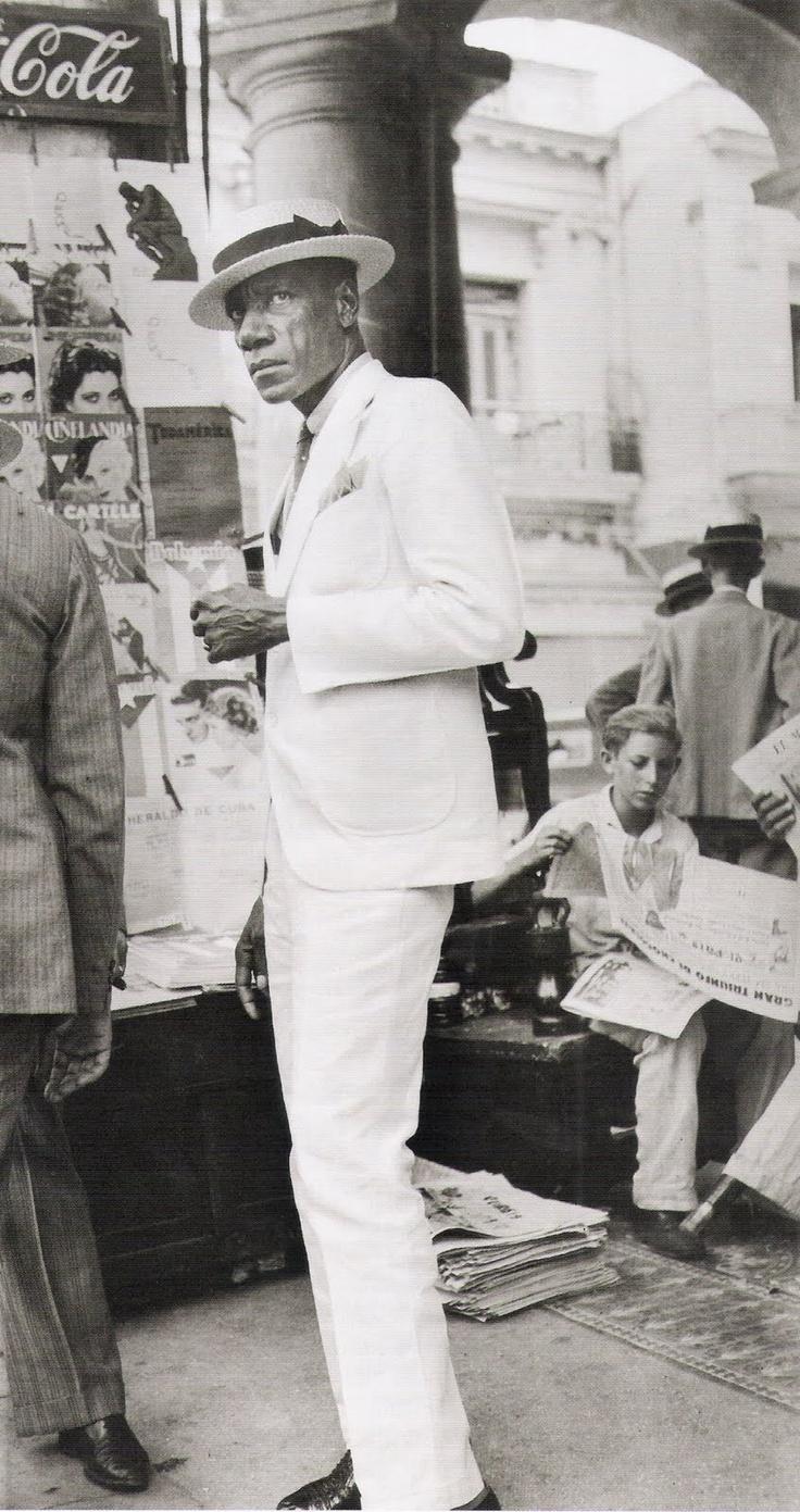 This just looks all kinds of cool! Walker Evans - Havana, 1933