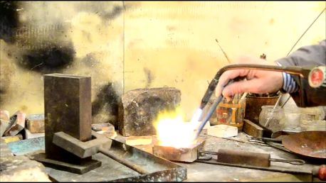 argento,rame,fuoco, un crogiuolo nel quale mischiare finché non raggiunge la giusta consistenza
