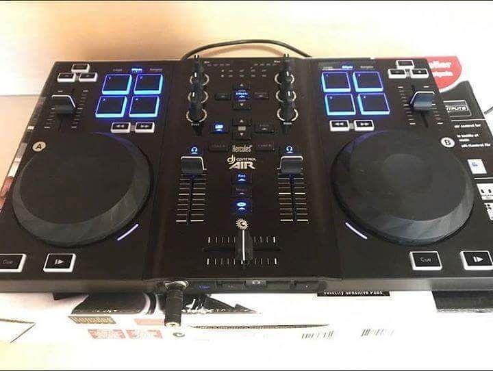 PUBLICIDAD: Controlador USB Hercules DJ control air audio integrado botones pad que controlan los loop efectos y samplers.Compatible con VirtualDj y se ubican los mappers para traktor Pro 2 fácilmente por internet. Operativo 100%. PARA MAS INFORMACIÓN ESCRIBANOS AL DIRECT  __________ ___________ ___________ ___________ ___________ #ventas #publicidad #mercadolibre #compra #portaldedjs #soloparadjs #promocion #compralo #venezuela #tienda #guarico #aragua #samsung #dj #rumbas #tecnologia…