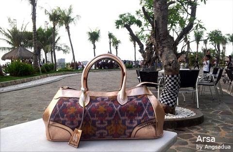 Angsa Dua Weekender duffle bag.  Indonesian label for high quality handbag   Tenun endek Balinese traditional woven fabric and high quality calf skin   order information  www.angsadua.com Instagram: @AngsaDua phone: 085711226678