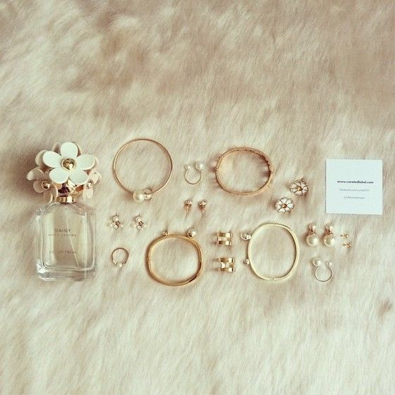 Pearl jewellery for fashion bloggers by Curated Label #curatedlabel #pearls