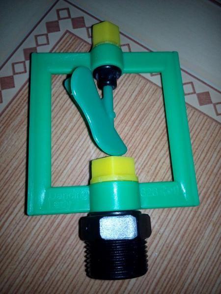 Sprinkel ini biasa digunakan untuk penyiraman taman, sayuran spt : terong2an, timun, kacang2an, cabe2an, cabe merah, cabe rawit, bunga kol, sawi, bawang dll. Bisa juga digunakan untuk penyemaian bibit tanaman. Dapat mempermudah penyiraman kecambah tauge.  Spesifikasi Connection size : 1/2 inchi dan 3/4 inchi Jangkauan semburan : 3 - 6m Berat : 70 gram Memutar 360 derajat  Untuk pemesana bisa melalui :  Sms/telp/WA :  (eva) Sms/telp/WA :  (eva) Pin BB :  Pin BB :
