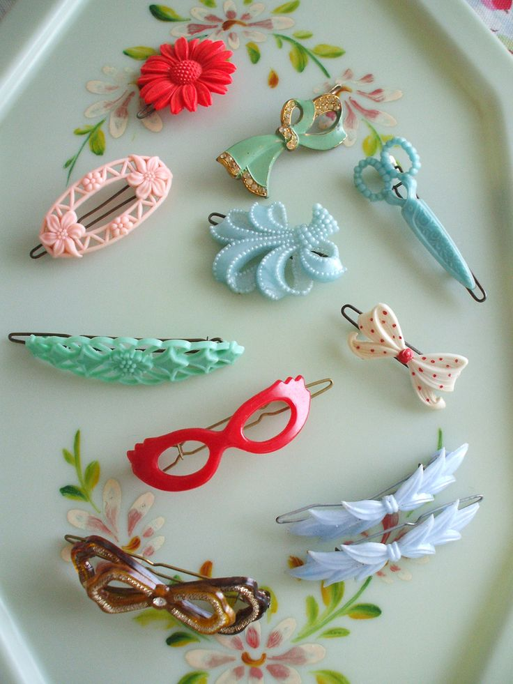 I would love to have a collection of these. Look at the scissors! styleepiphany:  My grandma saved a box full of vintage barrettes similar to these that were my aunt's when she was little. Love. sugarr-rush:  10 Vintage Hair Slides ~ paperdolly