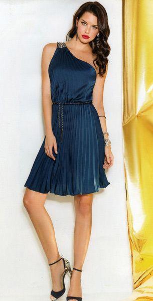 Vestido plisado azul de Cabotine. Ideal para tus acontecimientos mas importantes. Lo tenemos en nuestra tienda y online.