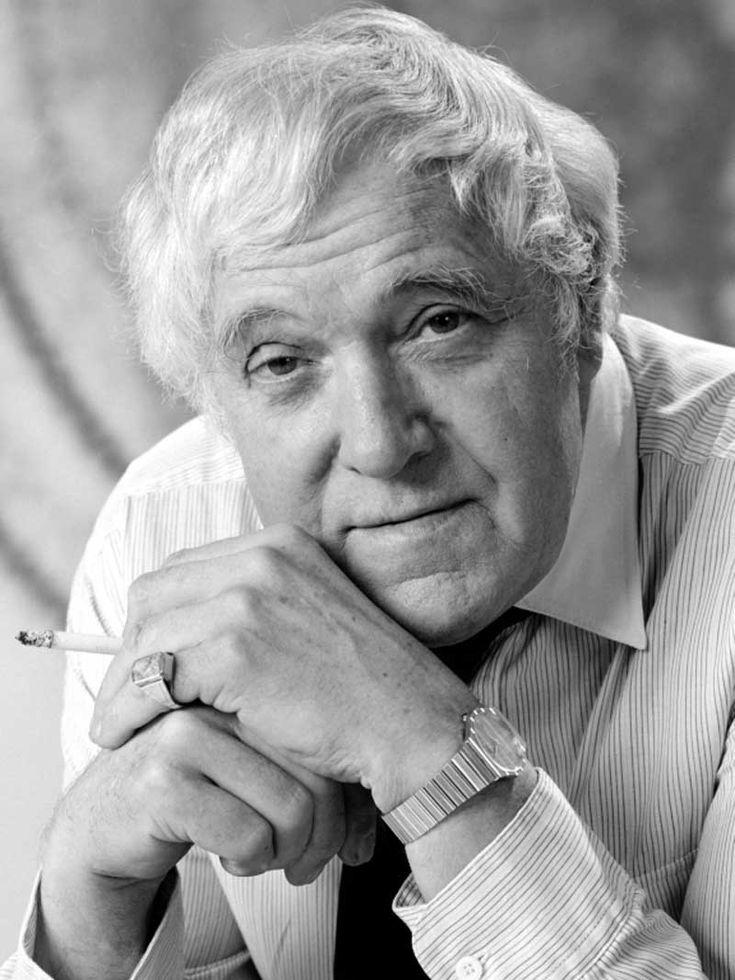 Szabó Sándor (Budapest, 1915. április 25. – Budapest, 1997. november 12.) Kossuth- és Jászai Mari-díjas magyar színész.  1956-ban külföldre ment, a New York-i Petőfi Színházban volt szervező, majd a társulatnak is tagja lett. Hollywoodban és a Broadwayon is szerepelt. 1976-ban tért haza, a pécsi Nemzeti Színház tagja lett, 1977 és 1983 között a Vígszínház, 1984-től haláláig, 1997-ig a Madách Színház tagja volt.