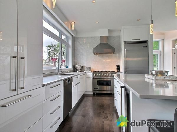 La cuisine de cette résidence à 1,3 million est à la hauteur des attentes...
