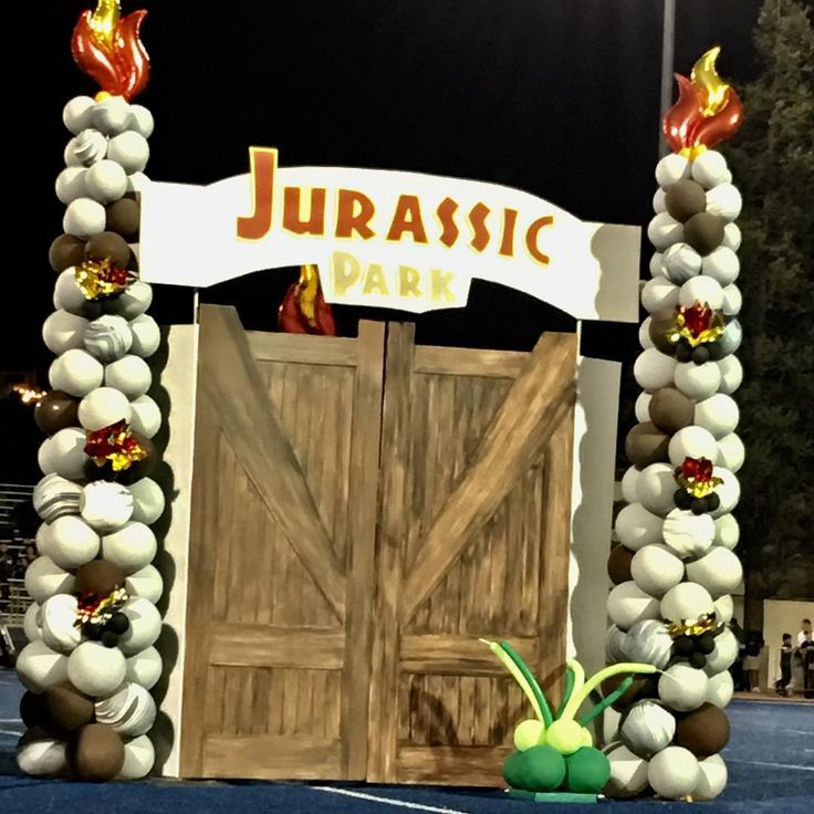 Jurassic Park-themed Homecoming festivities a few weeks ago, complete with an 11 ft tall Brontosaurus on the field. Gates opened and the name of the Queen was revealed. #partyblitzsimi #jurassicpark #homecoming #chaminadeprephighschool #homecomingfootballgame #balloonsculpture #balloons #balloontowers #flame #homecomingqueen #simivalley