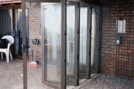 Compro puerta plegadiza puertas plegables pinterest for Portones de entrada principal