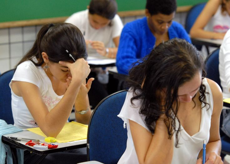 Reading sample answers can be a great benefit for any student preparing for HSC PDHPE exams. Sample answers are written by examination committees and are used by markers to help guide their marking and to provide an example response. These sample answers can become a great tool as you prepare for PDHPE exams. The biggest limitation is that they stopped producing them in 2012