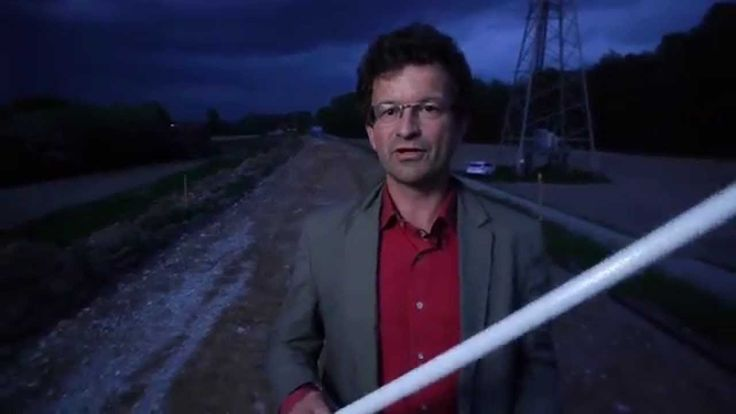 Leuchtet eine Leuchtstofflampe unter einer Hochspannungsfreileitung?