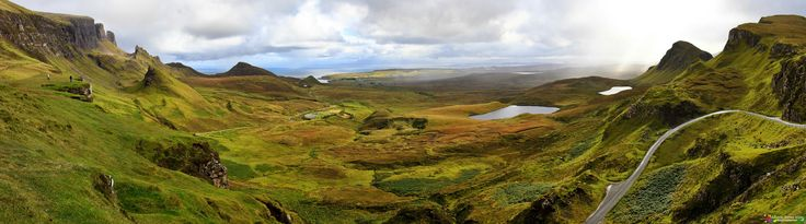 Quiraing - Escocia es todo un espectáculo natural, y sin duda, uno de sus mayores exponentes es la Isla de Skye, plagada de zonas que parecen sacadas de otro mundo, como la de la foto que traigo hoy. Quiraing es una formación geológica, de origen volcánico, que nace de un deslizamiento de tierra en Trotternish, una península de la isla de Skye. Hoy en día todavía está en movimiento, hasta el punto de que la carretera, que pasa cerca de su base, en Flodigarry se debe supervisar anualmente por…